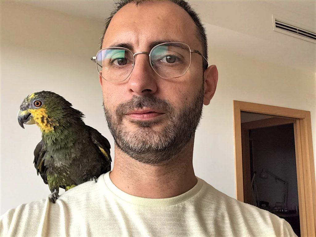 Ximo Breso y su lora Papageno